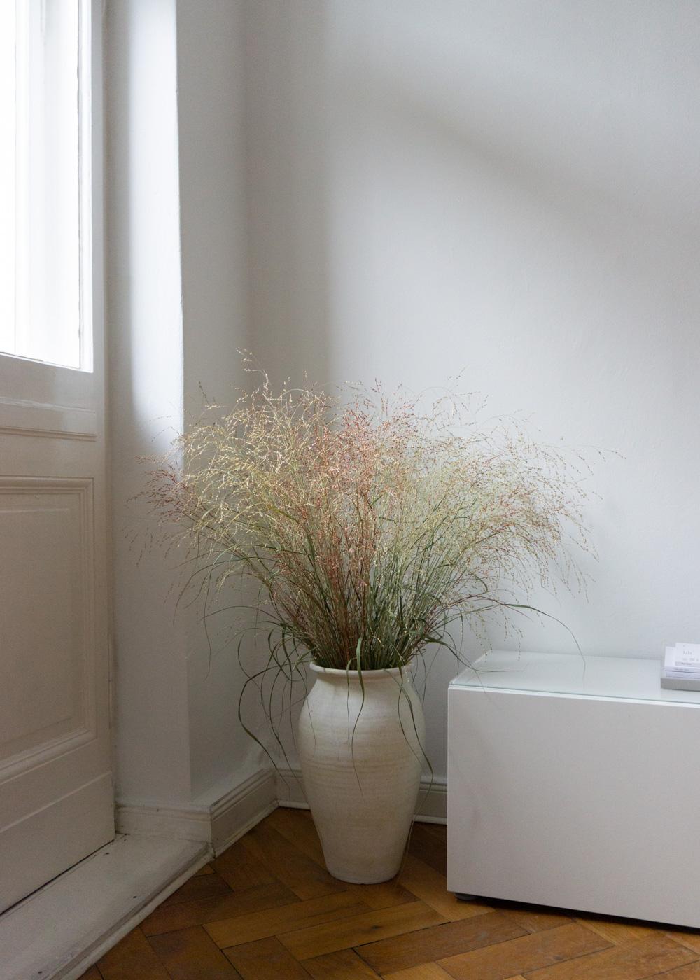 berlin-altbau-interior-design-style-minimal-white-beige-turn-scandinavian-designer-rgdaily-rg-daily-blog-4